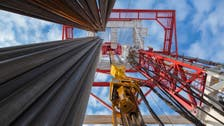انخفاض مفاجئ في مخزونات الخام الأميركية يرفع أسعار النفط