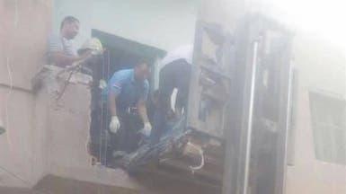 حطموا شرفة منزله.. نقل مصري وزنه 350 كلغ برافعة للمستشفى