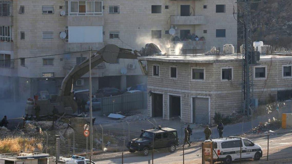 Israeli forces demolishing palestnians homes