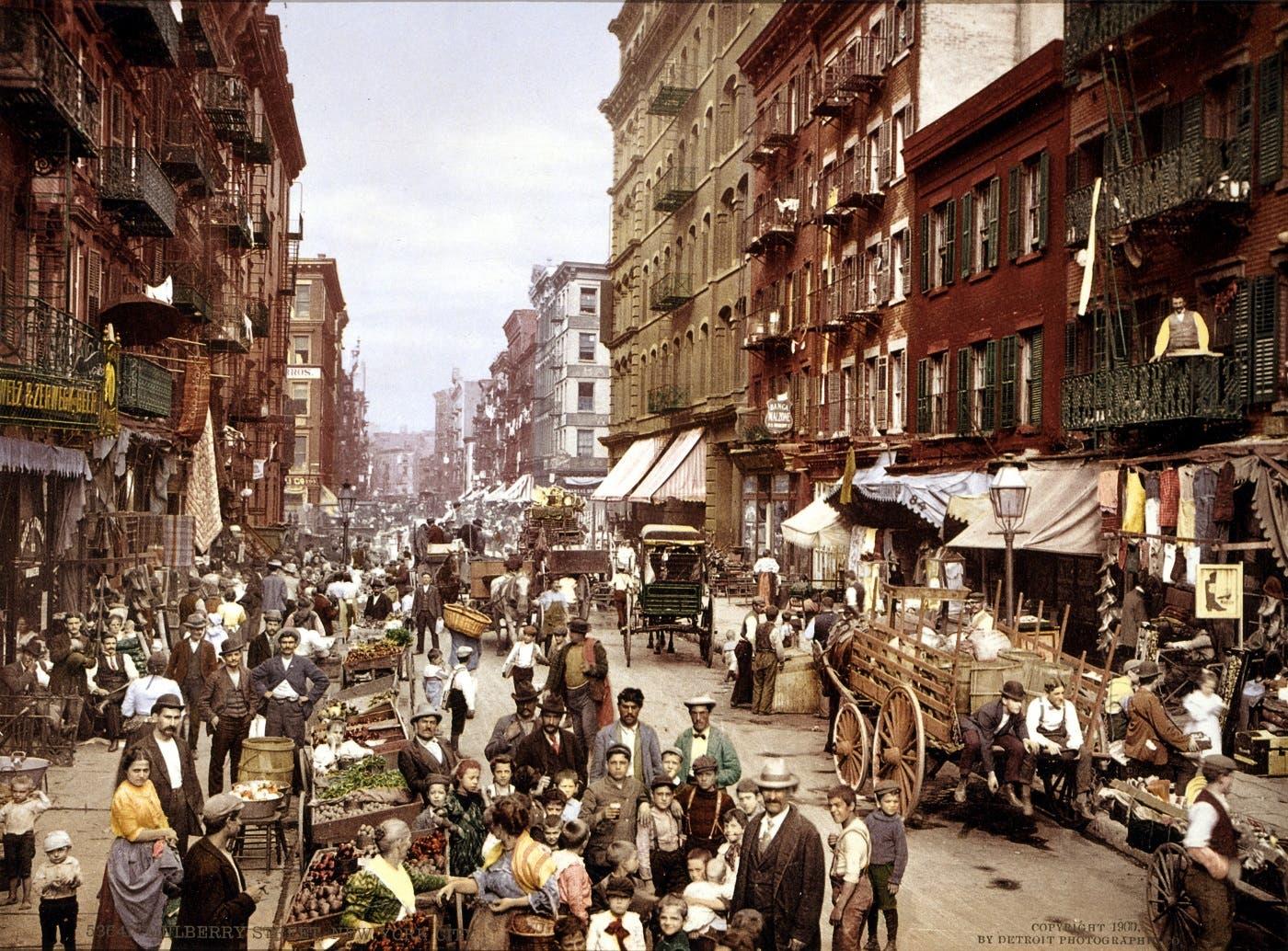 صورة ملونة اعتمادا على التقنيات الحديثة تجسد صعوبة الحياة بنيويورك مطلع القرن العشرين