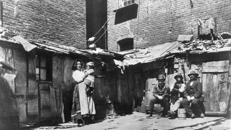 جانب من المناطق الفقيرة بنيويورك مطلع القرن العشرين