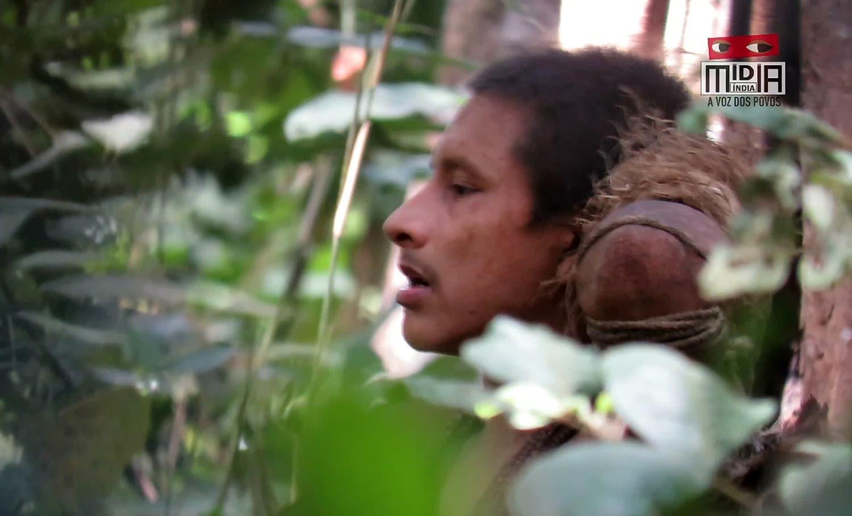 """أحد أعضاء قبيلة """"أوا"""" المنعزلة"""