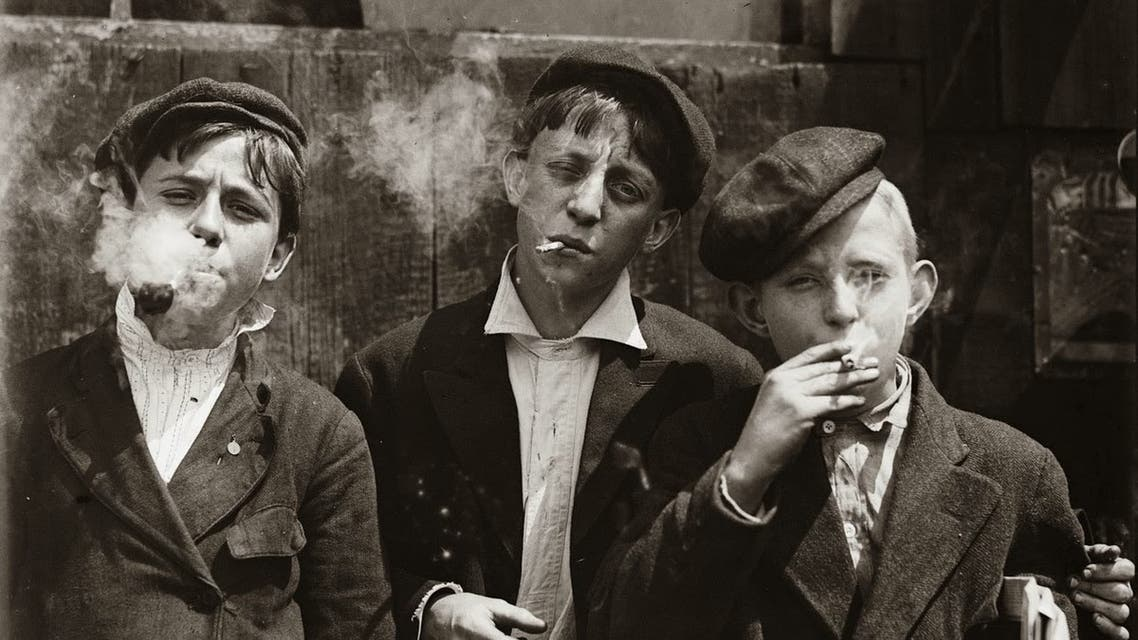صورة تبرز عددا من الأطفال الفقراء بنيويورك مطلع القرن العشرين
