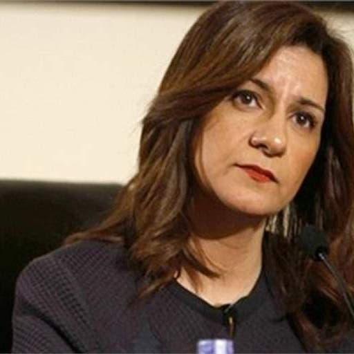 """وزيرة مصرية توضح قصة إشارتها بـ""""علامة الذبح"""" التي أثارت ضجة"""