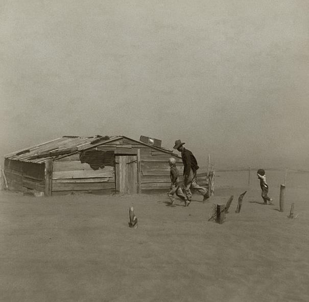 صورة لعاصفة رملية خلال كارثة قصعة الغبار