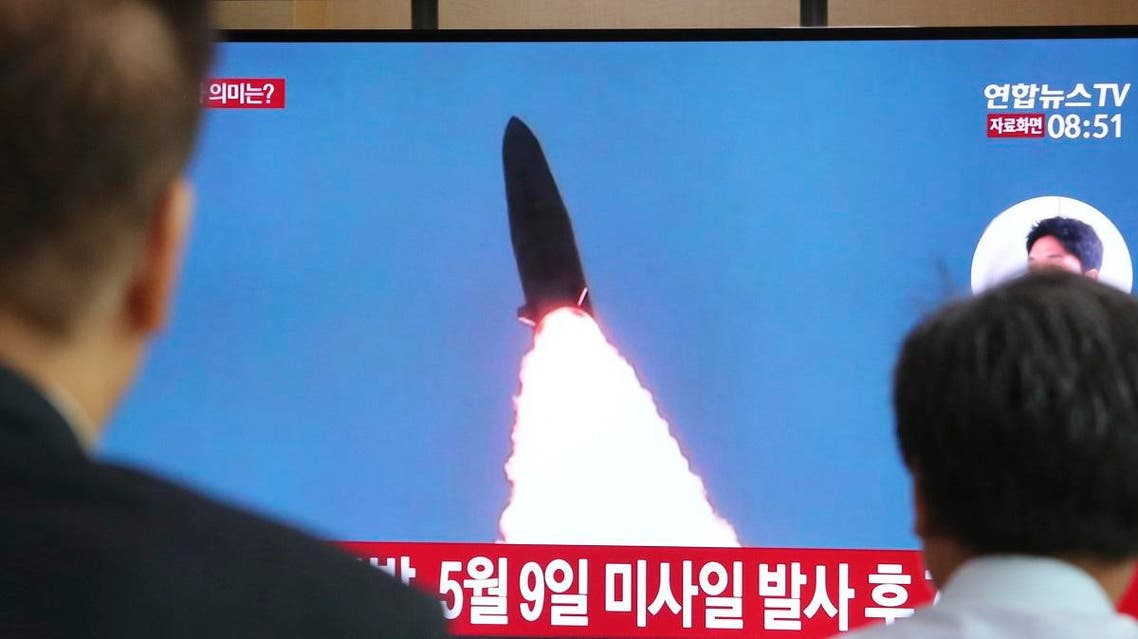 People watch a TV showing a file image of North Korea's missile launch during a news program at the Seoul Railway Station in Seoul, South Korea. (File photo: AFP)