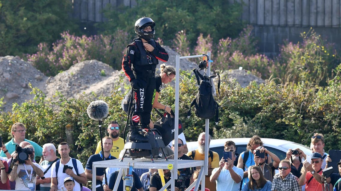 """Zapata CEO Franky Zapata (C) prepares before an attempt of a flight across the Channel standing on a jet-powered """"flyboard"""" on July 25, 2019 in Sangatte, northern France.  (AFP)"""