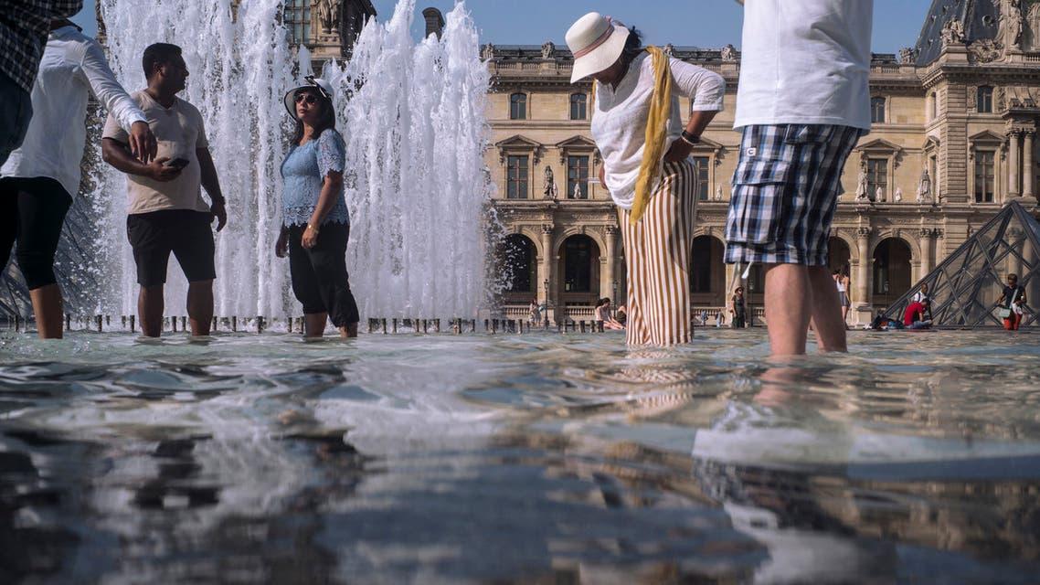 ارتفاع درجات الحرارة في باريس