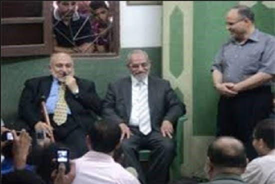 البحيري إلى يمين محمد بديع مرشد الإخوان