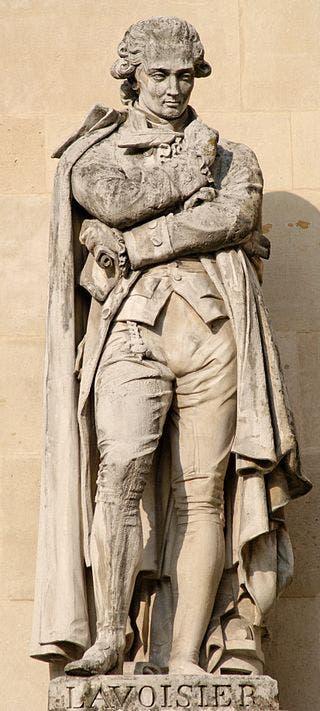 تمثال يجسد لافوازييه نحت عام 1853 بفرنسا