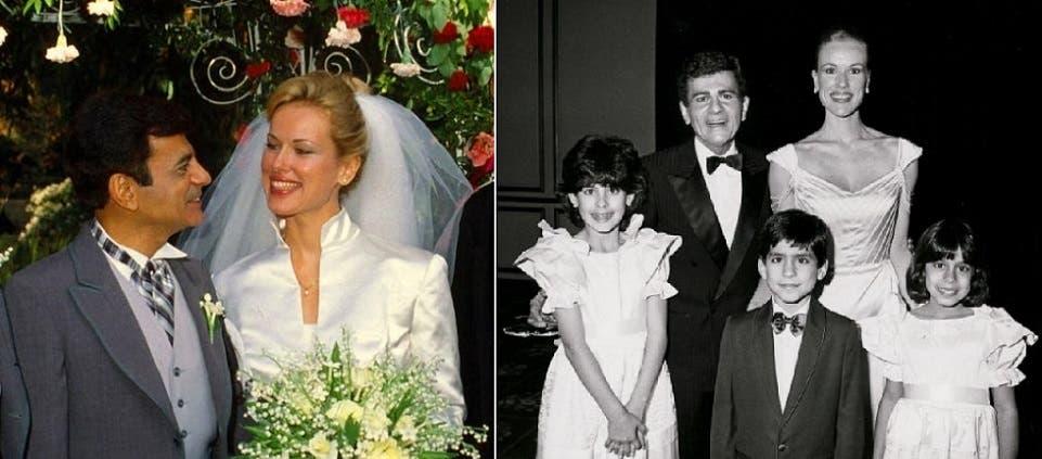 إلى اليمين مع زوجته الأولى وابنائهما الثلاثة، ثم مع جين تومسون التي تزوجها في 1980 وأب منها لابنة واحدة