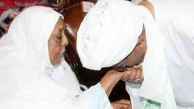 السودان.. السماح للبشير بتشييع والدته