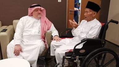صور.. سفير السعودية يودع المعمر الإندونيسي مغادراً للحج