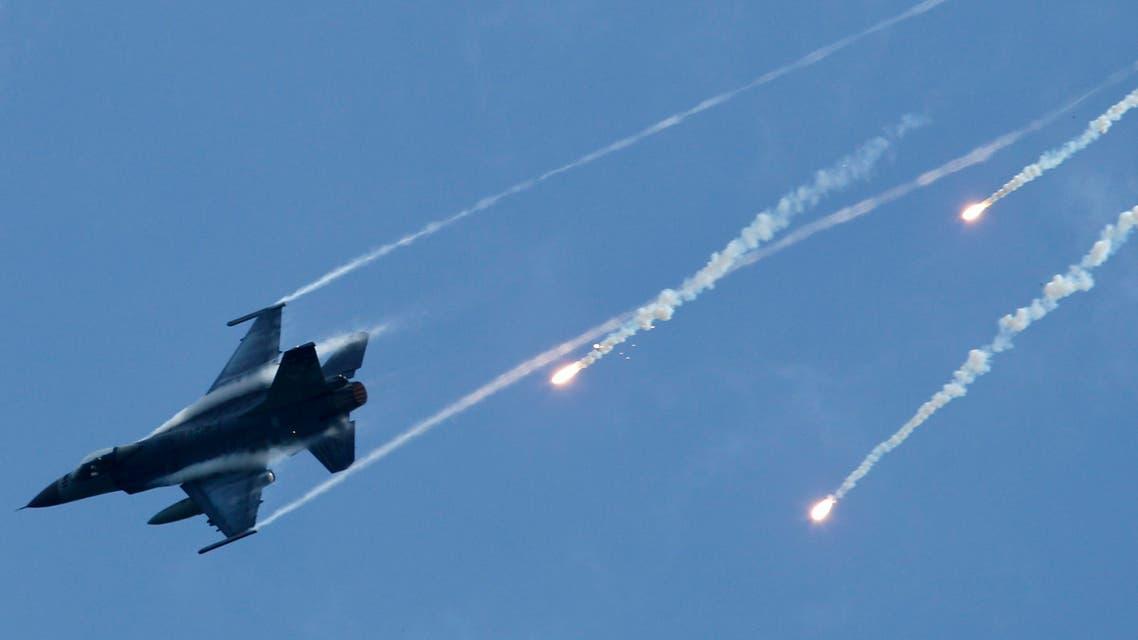 F-16 - AP
