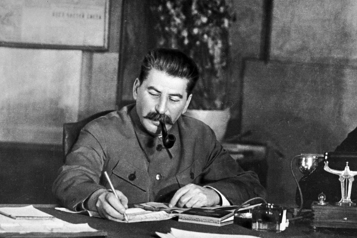 ستالين أثناء فترة تواجده بمكتبه