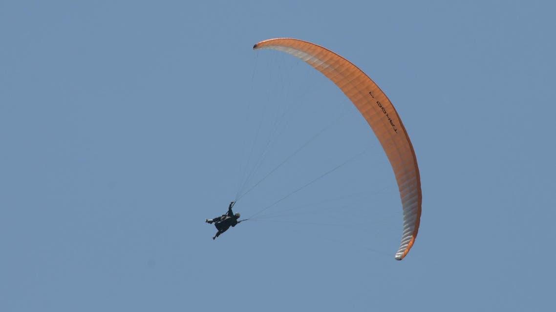 paragliding (AFP)