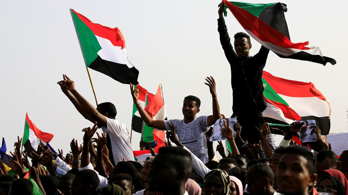 Sudanese protesters shout slogans and wave flags during a rally honouring fallen protesters at the Green Square in Khartoum, Sudan July 18, 2019. REUTERS/Mohamed Nureldin Abdallah