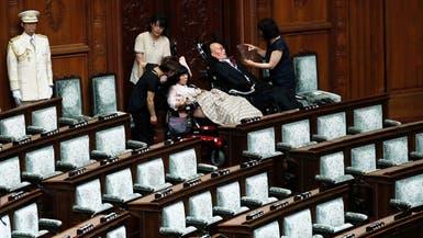 شاهد.. مصابان بشلل تام يصبحان عضوين بالبرلمان الياباني