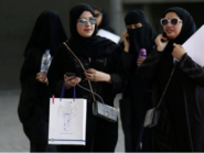 الغارديان: النساء السعوديات يستمتعن بحرياتهن الجديدة