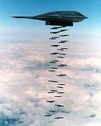 يتم تخزين كافة القنابل والذخائر في باطن المقاتلة B-2 لكي لا ترصدها أي أنواع رادار متقدمة