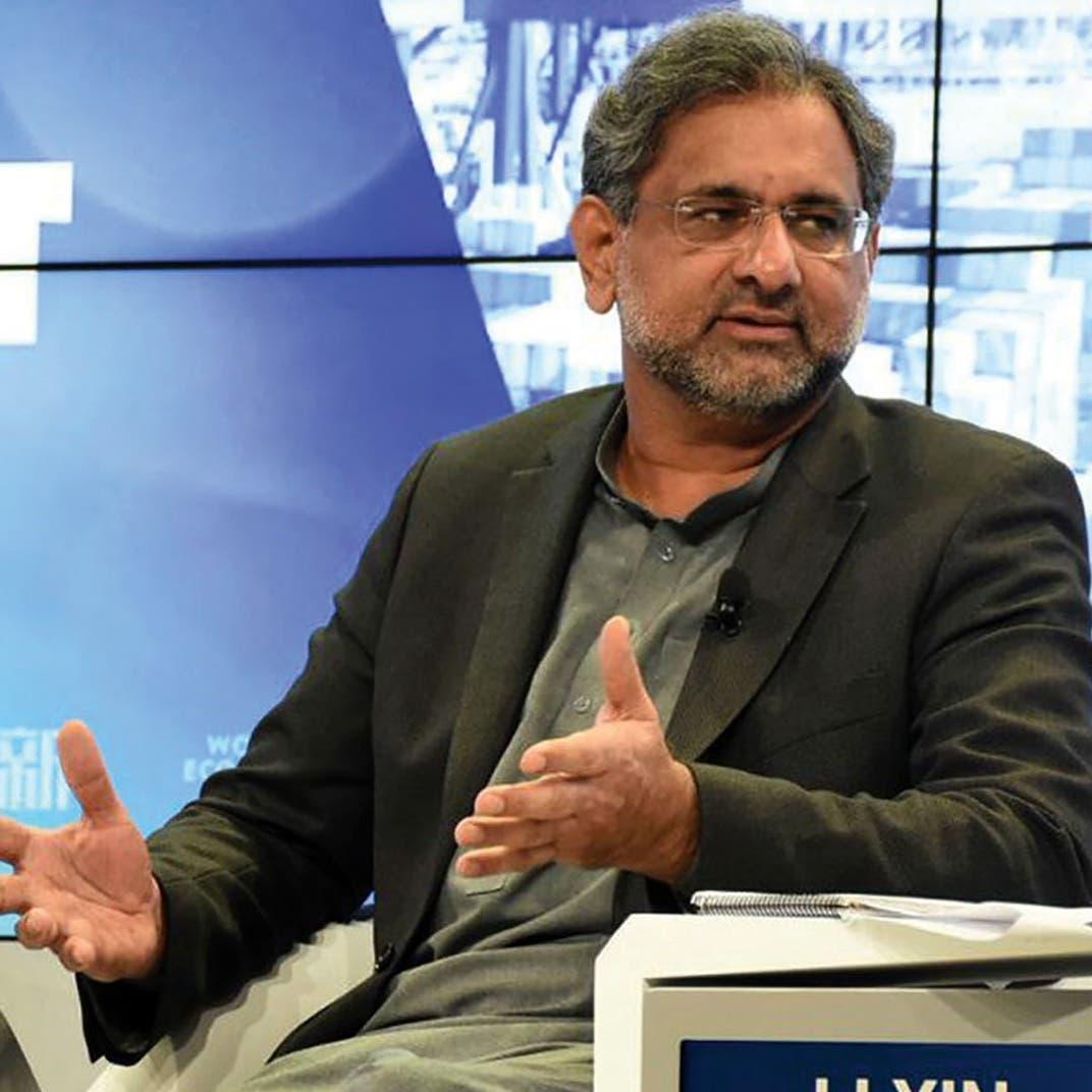 جدل بباكستان.. عباسي يدافع عن نفسه في قضية فساد