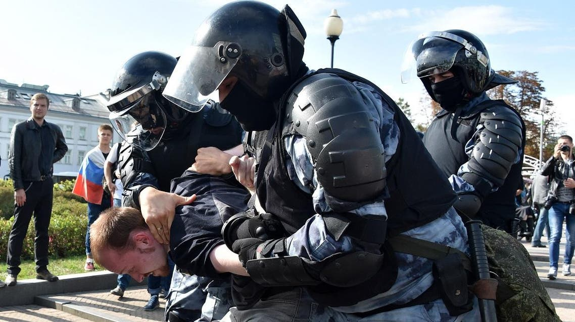 Servicemen of the Russian National Guard detain a participant of an unsanctioned rally urging fair elections in downtown Moscow on August 3, 2019. (File photo: AFP)