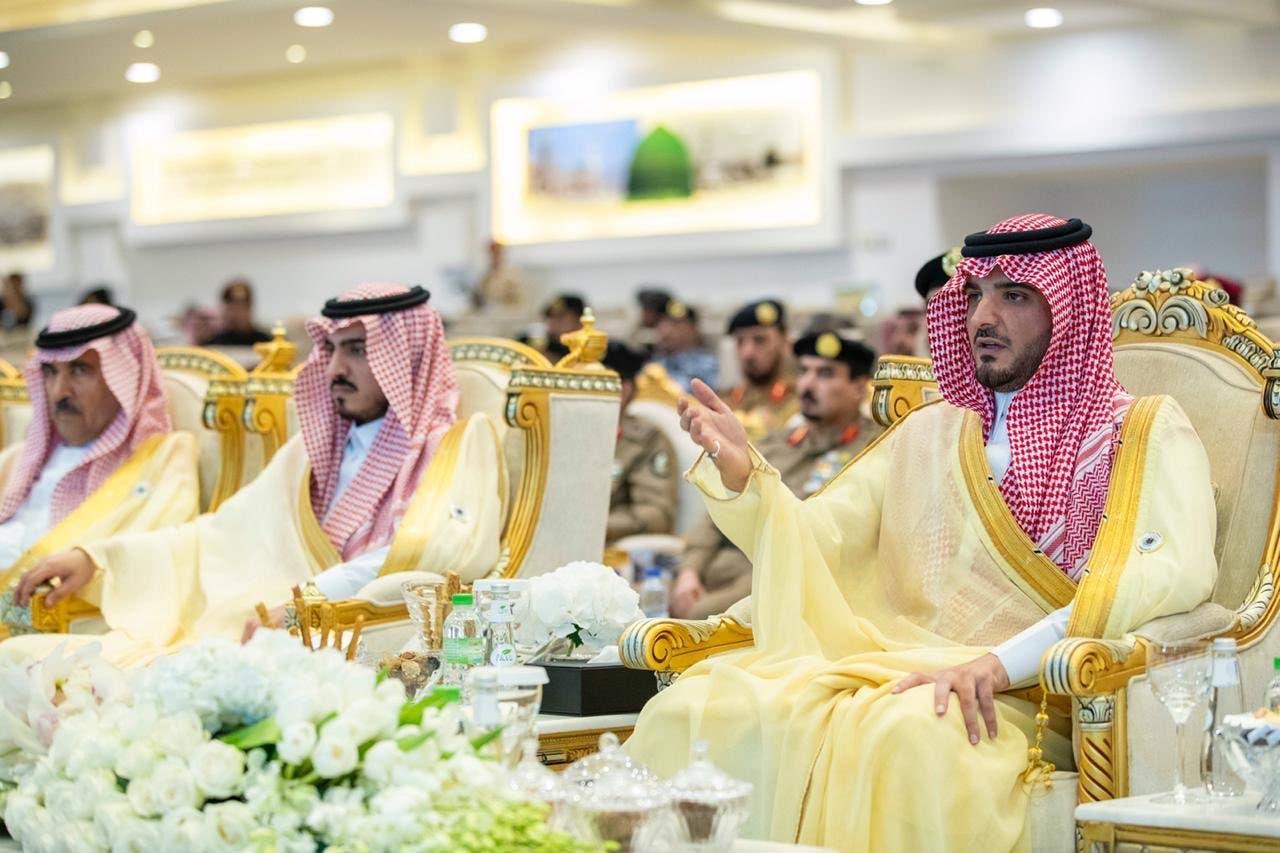 شاهزاده عبدالعزیز بن سعود بن نایف وزیر کشور در مراسم بازدید از رژه