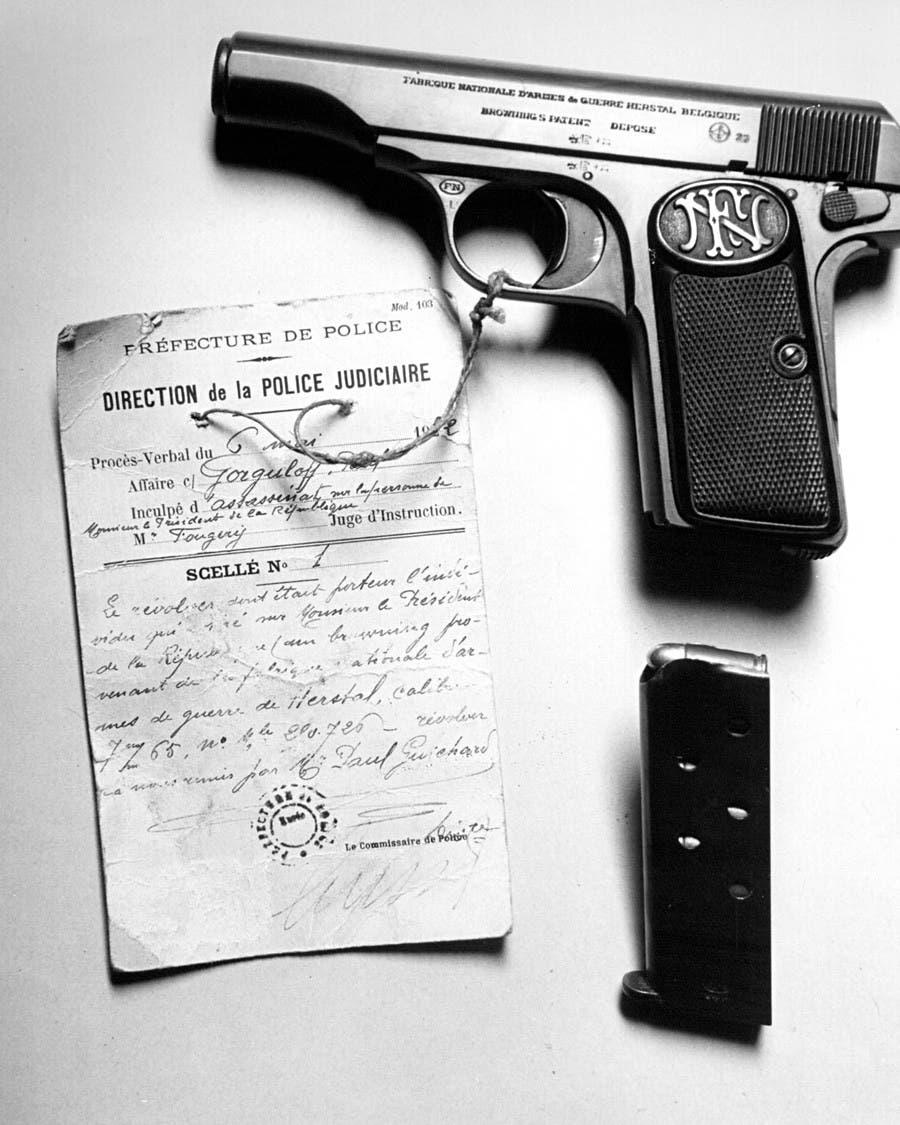 صورة للمسدس الذي قتل به الرئيس الفرنسي دومير