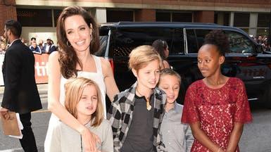 أنجلينا جولي لبناتها: الاهتمام بالعقل أهم من الملابس