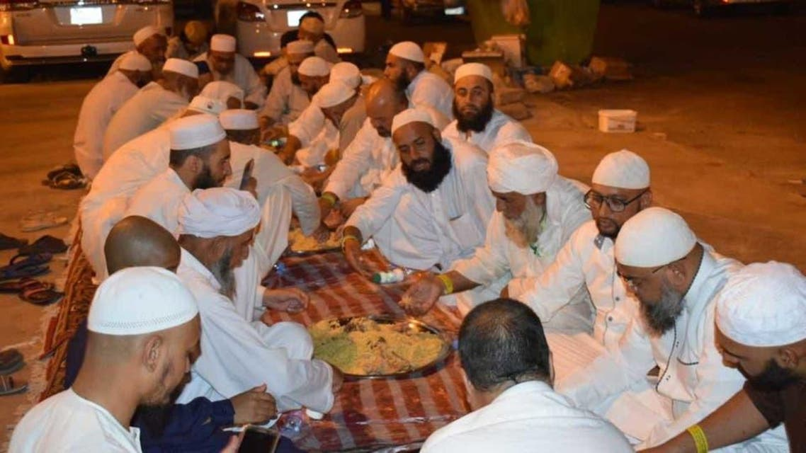 warm welcome by natic Saudi citizen of Pilgrims in his city