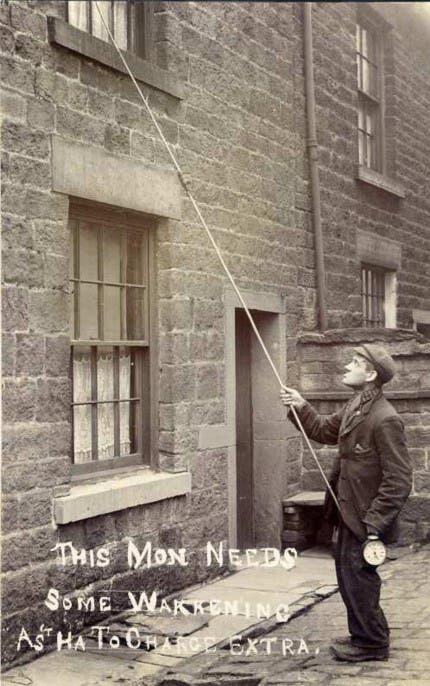 صورة لأحد قارعي النوافذ أواخر القرن التاسع عشر