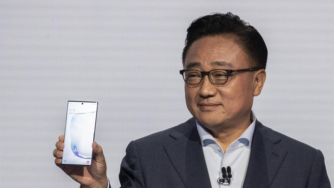 DJ Koh, president and CEO of Samsung Electronics, presents the Samsung Galaxy Note 10 smartphone during a launch event at Barclays Center on August 7, 2019 in the Brooklyn borough of New York City. (AFP)