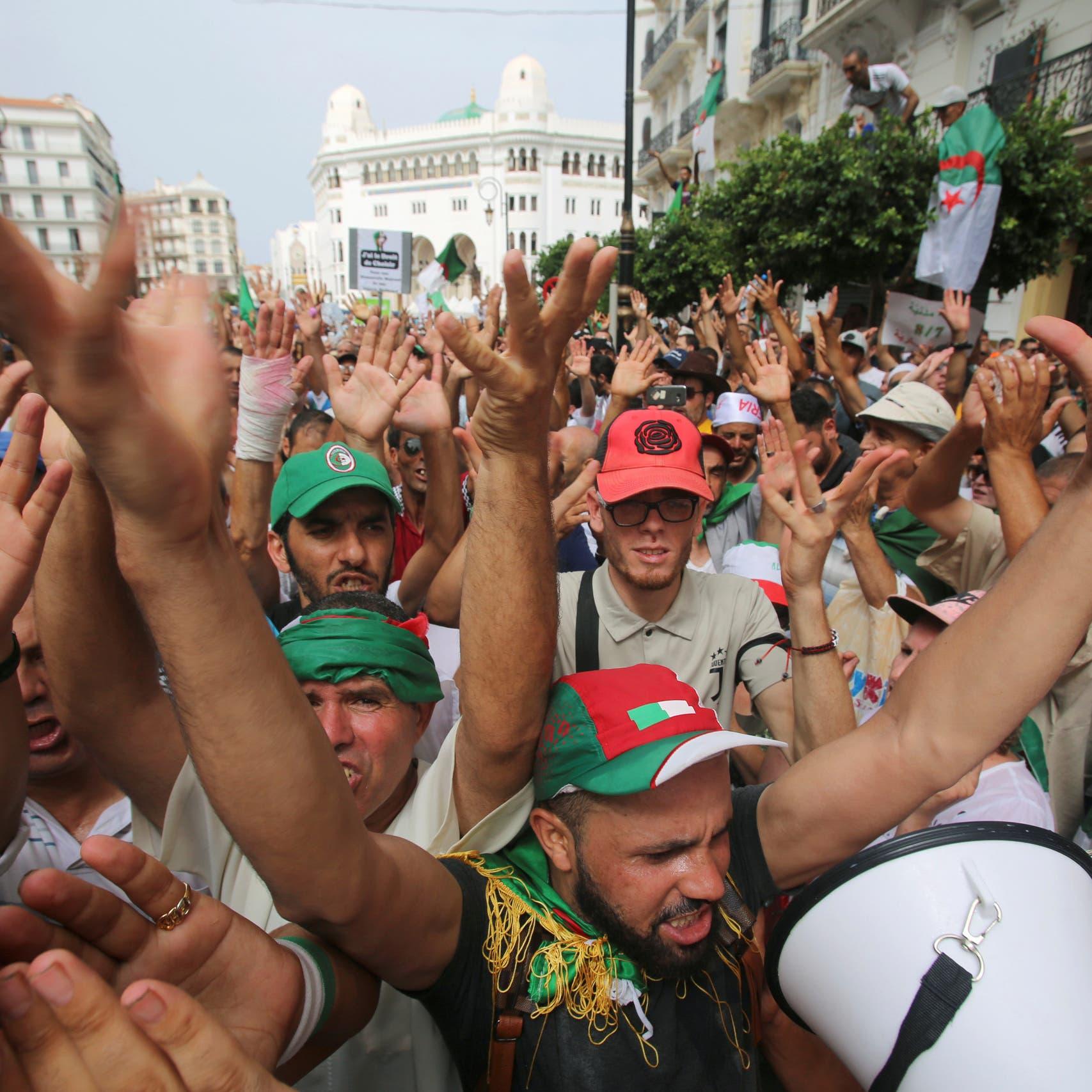 """الجزائر.. تظاهرات تلوح بـ""""العصيان المدني"""""""