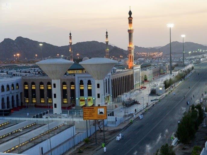 عرفات يستعد لاستقبال الحجيج