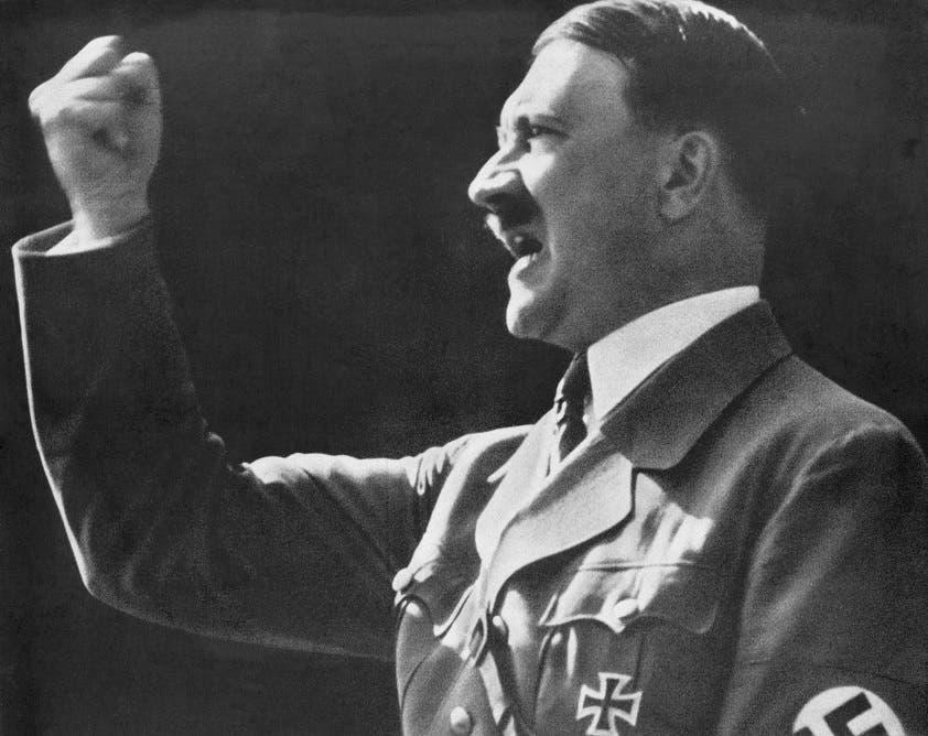 صورة للقائد النازي أدولف هتلر خلال إلقائه أحد خطاباته