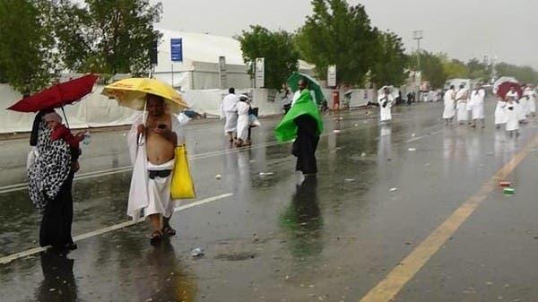 صور وفيديو.. أمطار وعواصف وابتهالات في المشاعر المقدسة