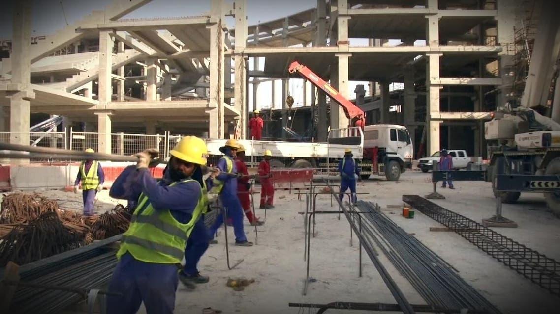 مئات العمال يموتون في قطربسبب تجهيزات كأس العالم 2022