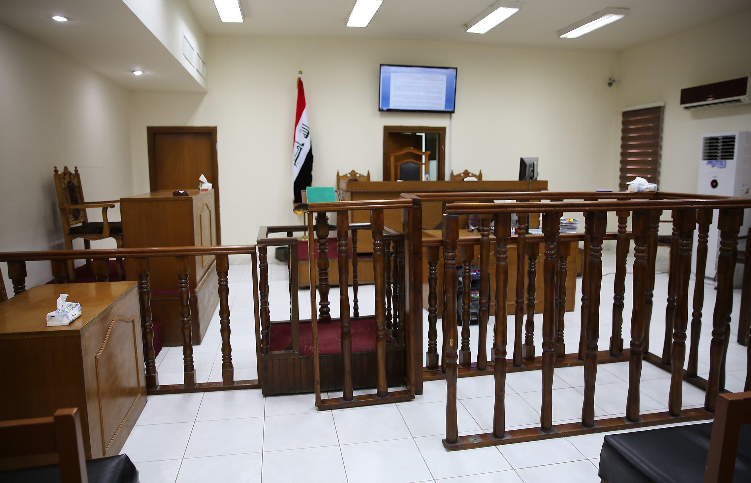 یک سالن دادگاه در بغداد ، جایی که برخی از شاخه های داعش در آن محاکمه شدند