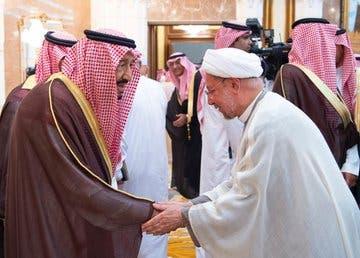 ضيوف الحج ورؤساء الوفود يسلمون على الملك سلمان - واس