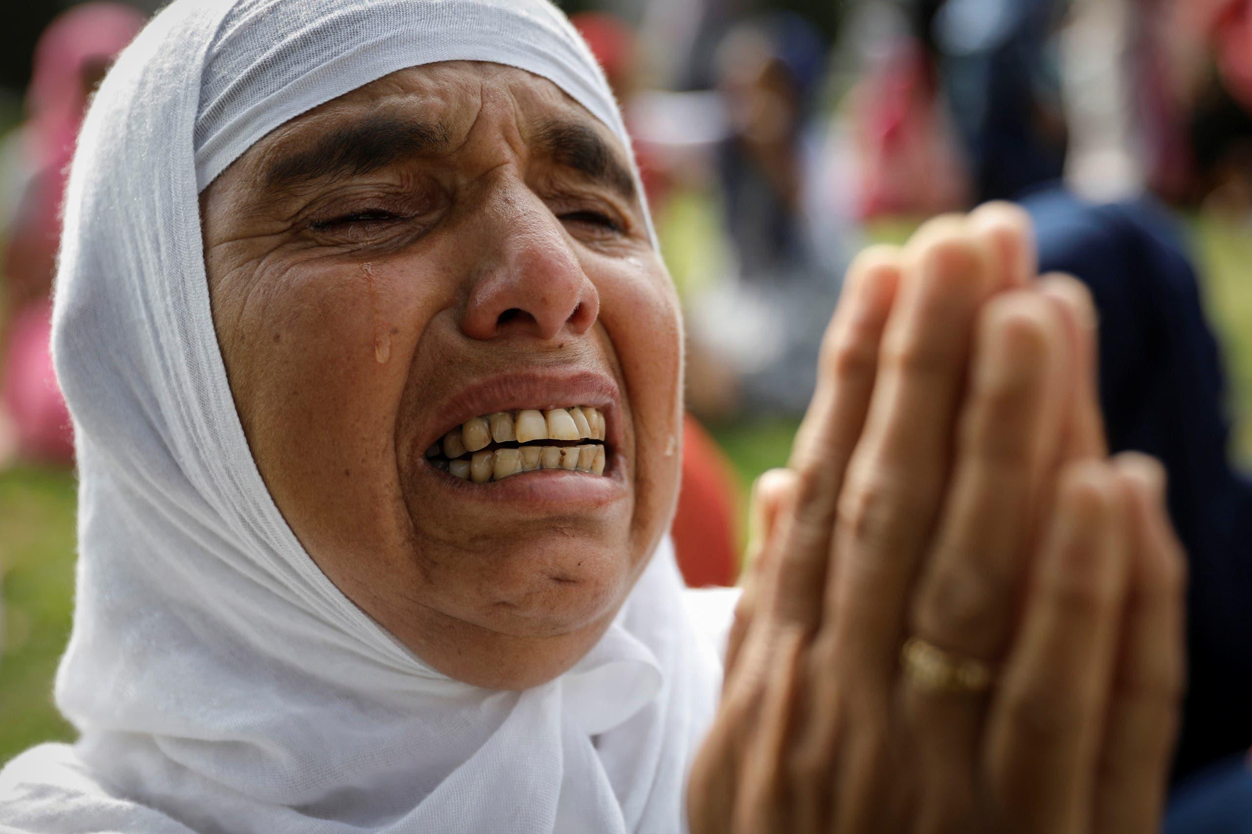امرأة في كشمير تبكي خلال صلاة العيد