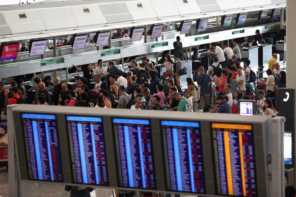 نتيجة بحث الصور عن حركة الملاحة في مطار هونغ كونغ