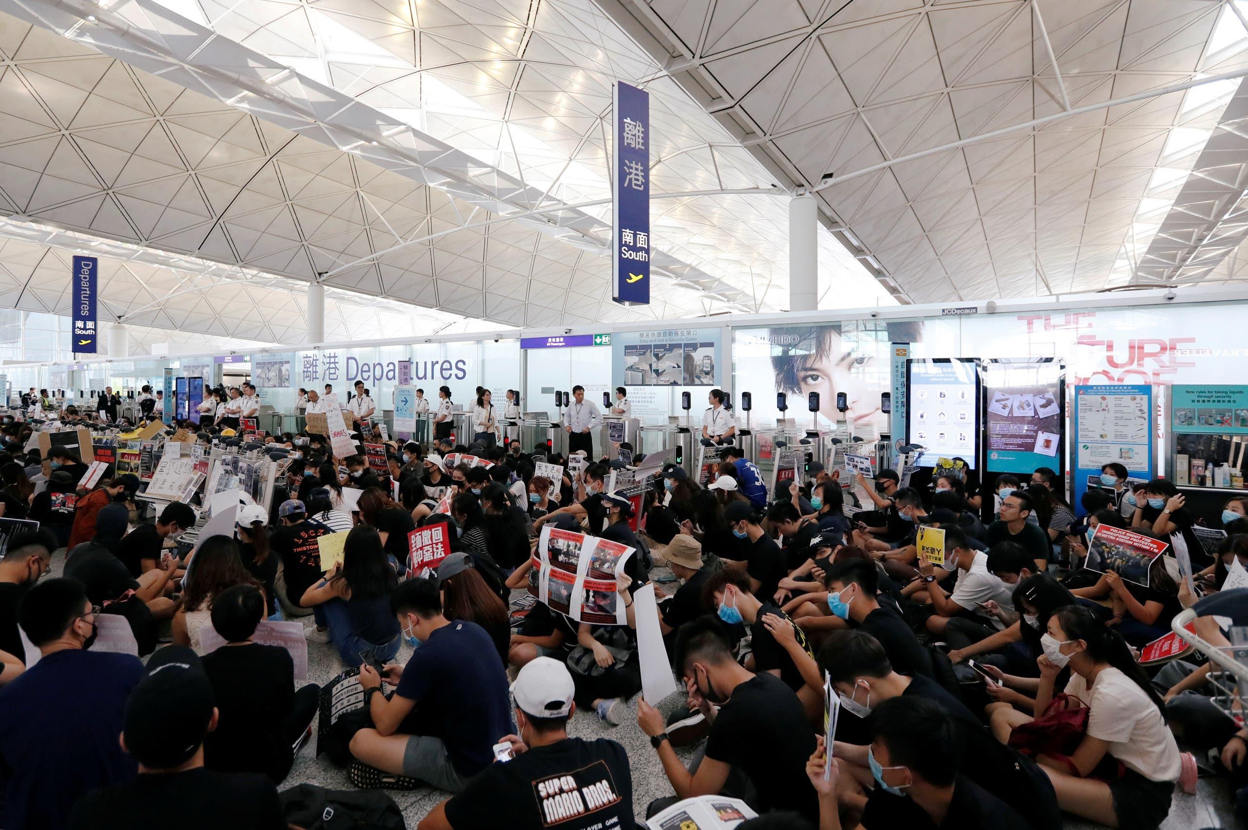 تظاهرات في مطار هونغ كونغ