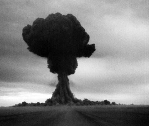 صورة تجسد أول تجربة للقنبلة الذرية السوفيتية عام 1949