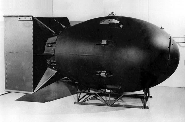 صورة لمجسم القنبلة الذرية الرجل البدين والتي ألقيت على ناغازاكي