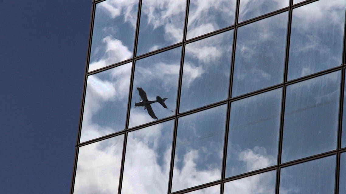small plane (AP)