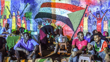 سوڈان: دیواروں پر سے انقلاب کی ترجمان تصاویر مٹانے پر احتجاج کنندگان کی مذمت