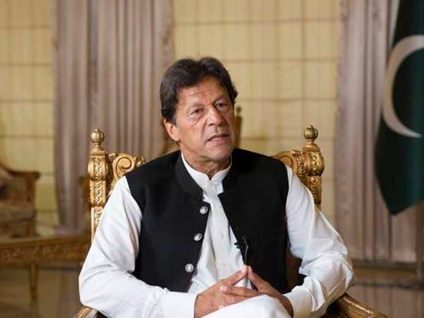 بعد لقاء مصاب بكورونا.. هل أجرى عمران خان فحص الفيروس؟