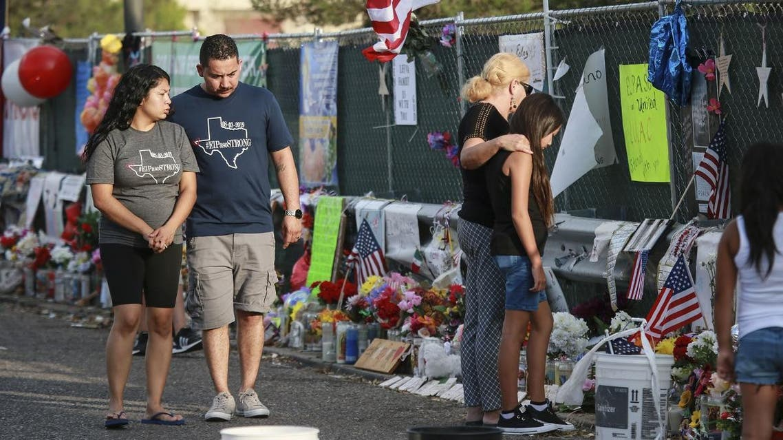 People gather at a makeshift memorial honoring victims outside Walmart August 15, 2019 in El Paso, Texas. (File photo: AFP)