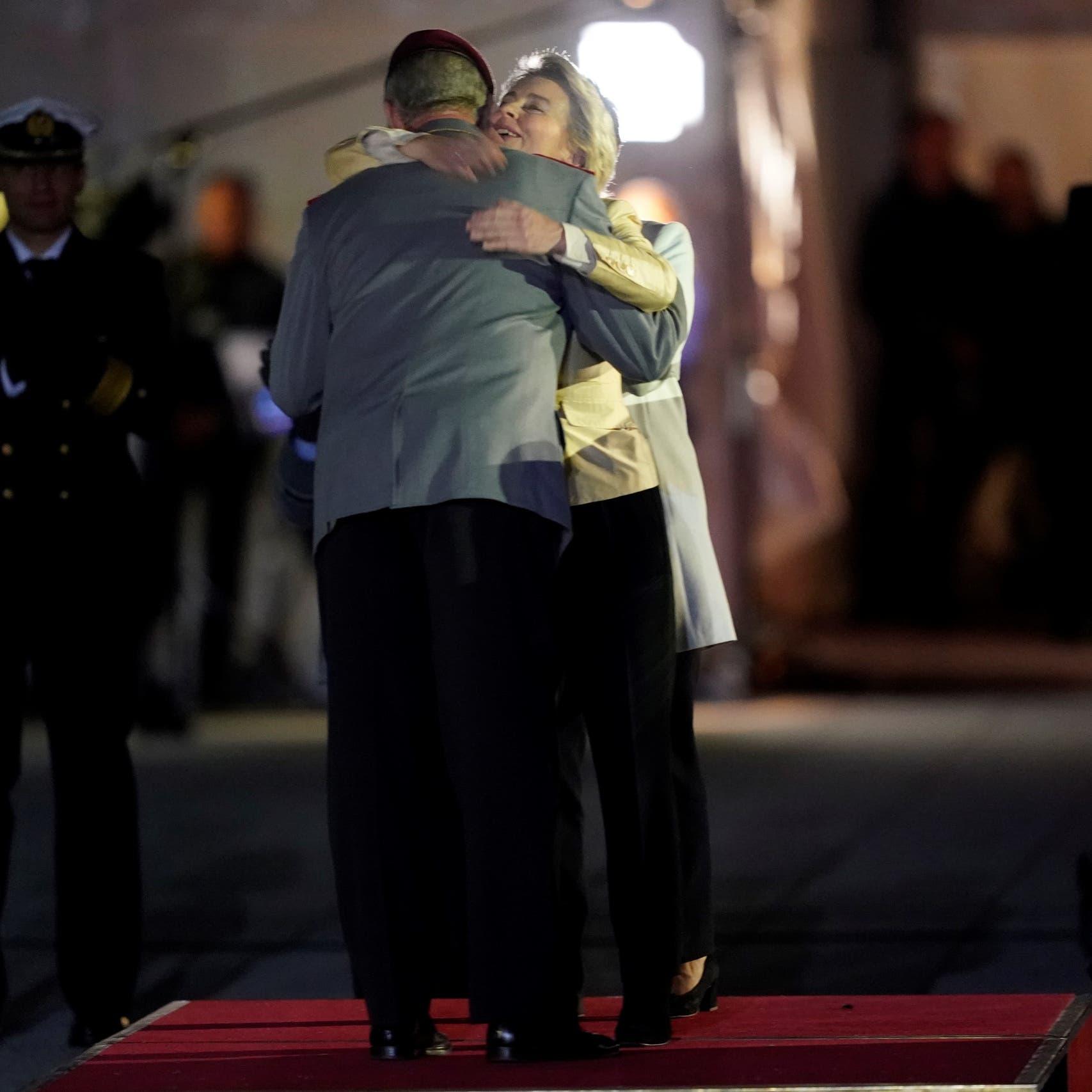 """""""رياح التغيير"""" تهب في برلين.. وداعاً وزيرة الدفاع"""
