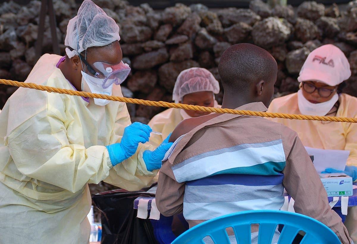 تلقي التطعيم ضد مرض إيبولا